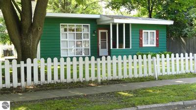Mt Pleasant Single Family Home For Sale: 606 S Lansing Street