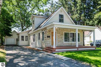 Traverse City Single Family Home For Sale: 1024 Boyd Avenue