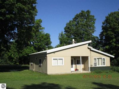 Kalkaska County Single Family Home For Sale: 5291 NE Holly Road