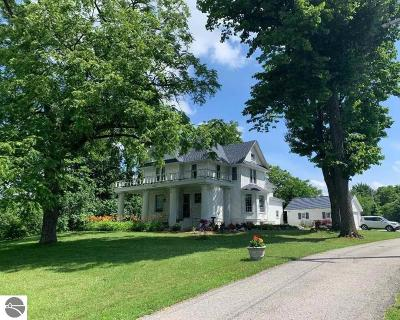Traverse City Single Family Home For Sale: 5037 Barney Road