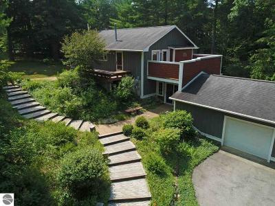 Elk Rapids MI Single Family Home For Sale: $447,900