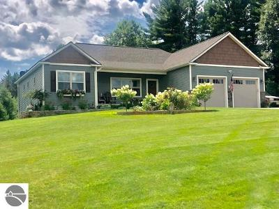 Traverse City Single Family Home For Sale: 9865 Loons Call