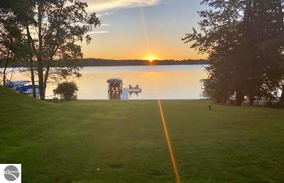Traverse City Single Family Home For Sale: 301 N South Long Lake Road