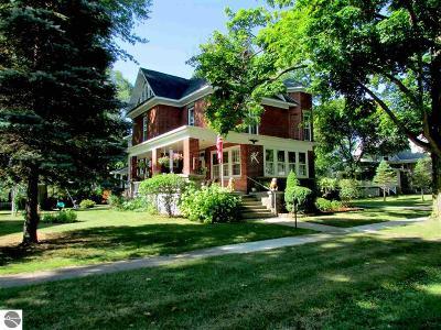 Shepherd Single Family Home For Sale: 107 W Maple Street