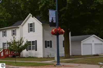 Mt Pleasant MI Single Family Home For Sale: $139,900
