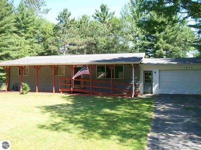Alger Single Family Home For Sale: 1819 Twin Pines Drive