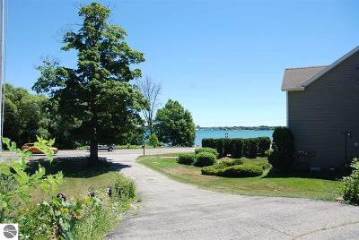 Traverse City Single Family Home For Sale: 13746 S West Bay Shore