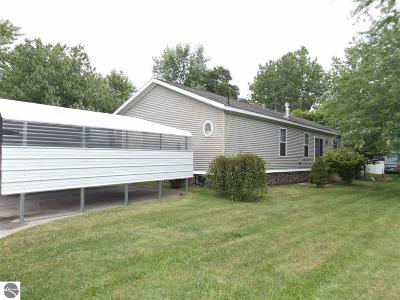 Traverse City Single Family Home For Sale: 4413 Buttercup Lane