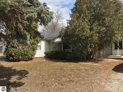 Traverse City Single Family Home New: 1522 Peninsula Drive