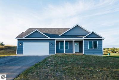 Traverse City Single Family Home New: 5290 Ravenhurst Drive