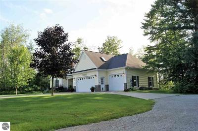 Tawas City MI Single Family Home For Sale: $350,000