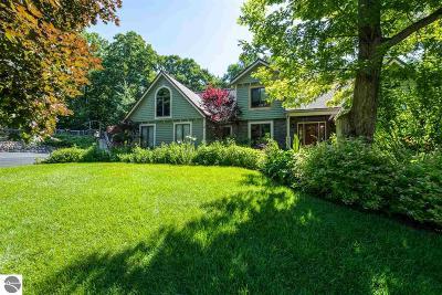 Traverse City Single Family Home For Sale: 444 Peninsula Knolls Lane