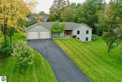 Traverse City Single Family Home For Sale: 210 Cinnamon Lane