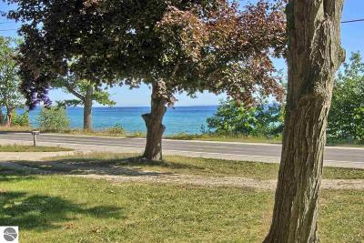 Traverse City Single Family Home For Sale: 10364 S West Bayshore Drive