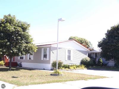 Traverse City Single Family Home For Sale: 2368 Leisure Lane