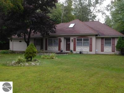 Oscoda Single Family Home For Sale: 4899 Kingswood Lane