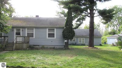 Tawas City MI Single Family Home For Sale: $119,900