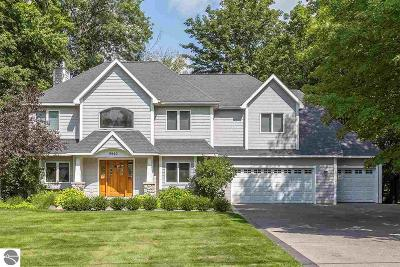 Traverse City Single Family Home For Sale: 9940 Edgewood Avenue