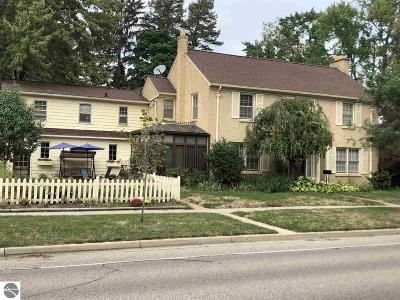 Mt Pleasant, Lake Isabella, Shepherd, Alma, Ithaca, St Louis, Clare, Lake Single Family Home For Sale: 515 E Michigan Street