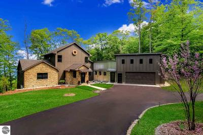 Leelanau County Single Family Home For Sale: 11638 Belanger Woods Drive