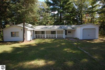 Alger Single Family Home For Sale: 5401 Oak Drive