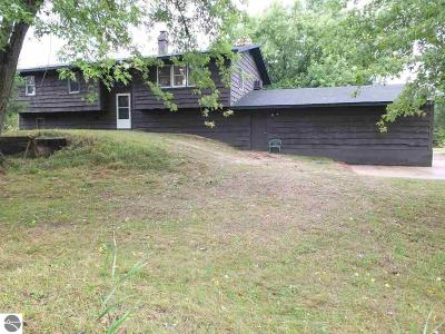 Kalkaska County Single Family Home For Sale: 6322 Us-131, SW