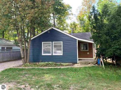 Elk Rapids Single Family Home For Sale: 14031 Oakwood
