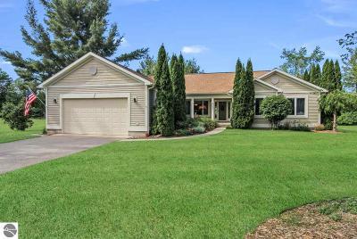 Elk Rapids Single Family Home For Sale: 422 Scott Court