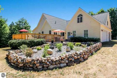 Williamsburg Single Family Home For Sale: 3855 Pulver Woods Drive
