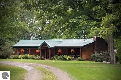 Kalkaska County Single Family Home For Sale: 5471 Ridgeview Drive