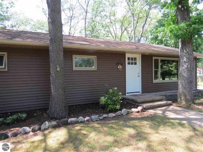 Grand Traverse County Single Family Home New: 930 Juniper