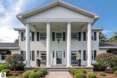 Elk Rapids Single Family Home For Sale: 8160 Cairn Highway