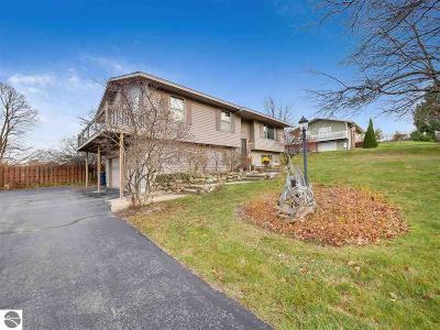 Traverse City Single Family Home For Sale: 2712 Blue Ridge Lane