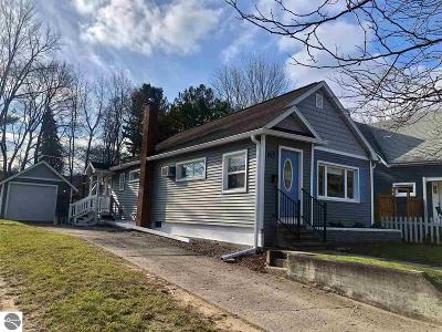 Traverse City Single Family Home For Sale: 815 Sixth Street