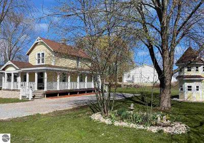 Elk Rapids Single Family Home For Sale: 409 Cedar