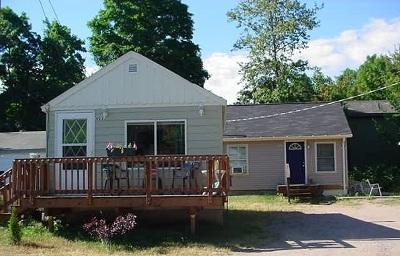 Marquette Multi Family Home For Sale: 923, 923.5, 925 Wilson