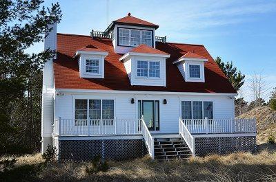Marquette MI Single Family Home For Sale: $525,000