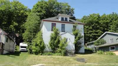 Munising Multi Family Home Pending w/Contingency: 819 W Superior
