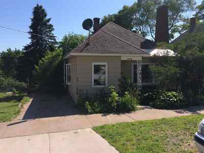 Marquette Single Family Home For Sale: 545 W Bluff St