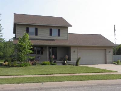Negaunee Single Family Home Pending w/Contingency: 837 Camelot