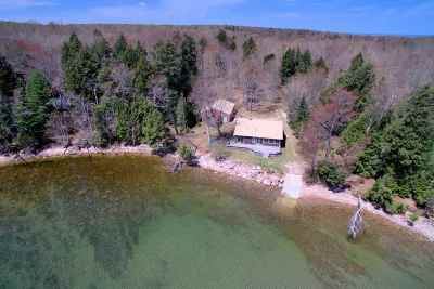 Munising Single Family Home For Sale: N8770 Reindeer Run