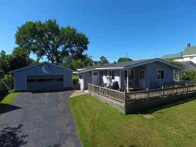 Ishpeming Single Family Home Pending w/Contingency: 708 Park St