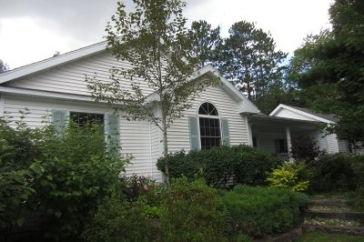 Marquette Single Family Home Pending w/Contingency: 555 Bishop Woods