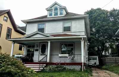 Marquette Single Family Home For Sale: 214 E Hewitt