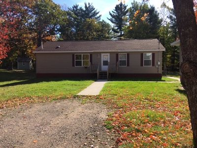 Marquette Single Family Home Pending w/Contingency: 936 Silver Creek Rd