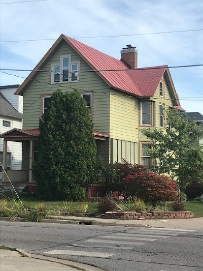 Marquette Single Family Home For Sale: 502 Pine St