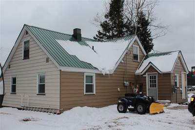 Negaunee Single Family Home For Sale: 6 Horseshoe Lake Cr