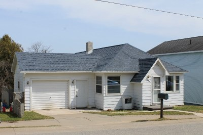 Munising Single Family Home Pending w/Contingency: 409 Prospect St