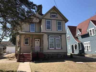 Marquette Single Family Home For Sale: 418 E Ohio St
