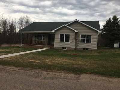 Ishpeming Single Family Home Pending w/Contingency: 1100 Suncliff